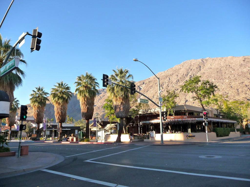 palm springs self guided tour app